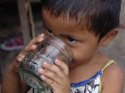 20150402182745-07-07-600-Child-drinking